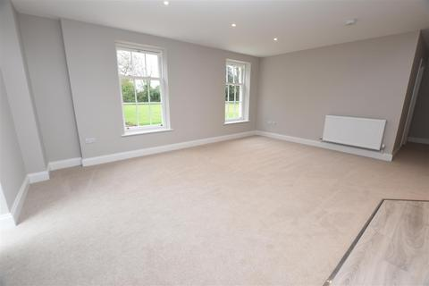 2 bedroom flat to rent - Middleton House, Middleton Cheney