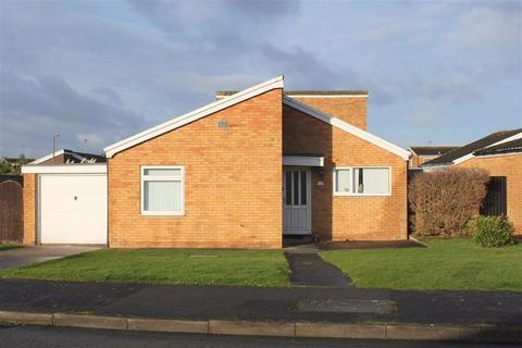 2 bedroom detached bungalow for sale - Clarence Road, Craig Y Don, Llandudno, Conwy