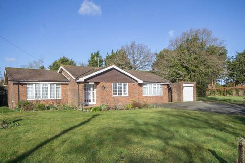 3 bedroom detached bungalow to rent - Toll Lane, Bodle Street Green