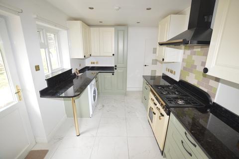 3 bedroom detached house to rent - NORTHWOOD AVENUE, PURLEY, SURREY