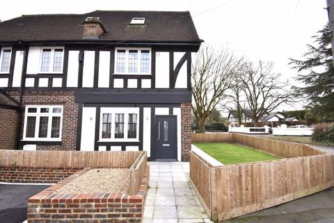 2 bedroom apartment for sale - BOOKHAM  *  2 BED 2 BATH/SHOWER  *  LUXURY GROUND FLOOR APARTMENT  *  OWN GARDEN