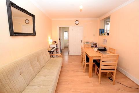 3 bedroom flat to rent - Cromer Road, Leyton