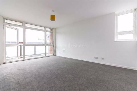 3 bedroom flat for sale - Gardner Close, Wanstead, London
