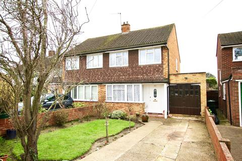 3 bedroom semi-detached house for sale - Laleham Road, Shepperton, TW17