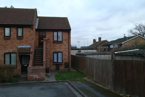 Maisonette to rent - Constable Close, Hayes, UB4