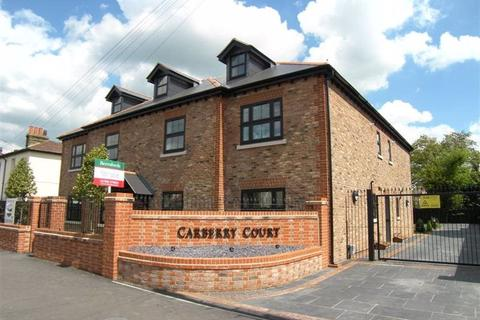 3 bedroom apartment to rent - Carberry Court, Hornchurch