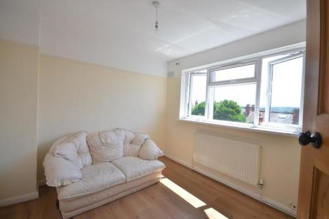 2 bedroom flat to rent - Blythe Close, Catford SE6