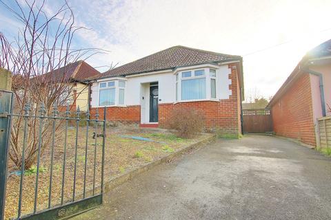 2 bedroom detached bungalow for sale - Midanbury, Southampton