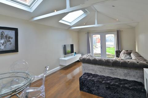 2 bedroom semi-detached house for sale - Lilian Road, Burnham-on-Crouch