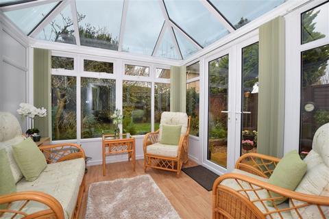 2 bedroom semi-detached house for sale - Down Court, Ashford, Kent