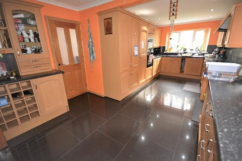 4 bedroom detached house to rent - Hastings Crescent, Old St. Mellons, Cardiff. CF3