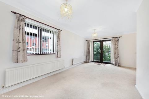 2 bedroom flat to rent - Derwent Road, Raynes Park