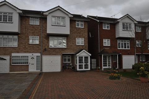 4 bedroom semi-detached house for sale - Osborne Road, Hornchurch, Essex, RM11