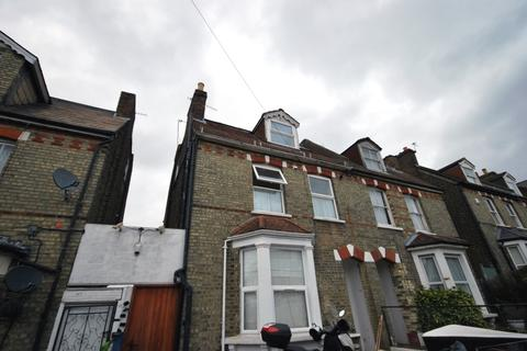 2 bedroom flat to rent - Angles Road London SW16