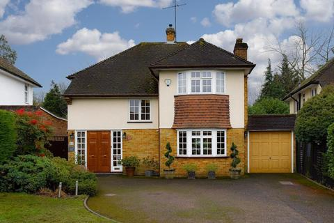 4 bedroom detached house for sale - Severn Drive, Hinchley Wood