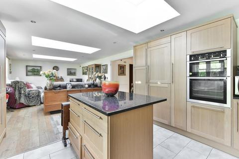 3 bedroom apartment for sale - The Paddocks, Esher