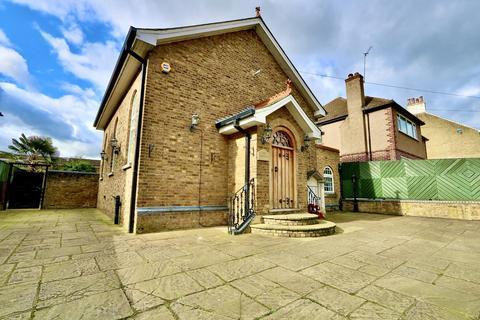 3 bedroom detached house for sale - Ducks Hill Road, Ruislip, HA4