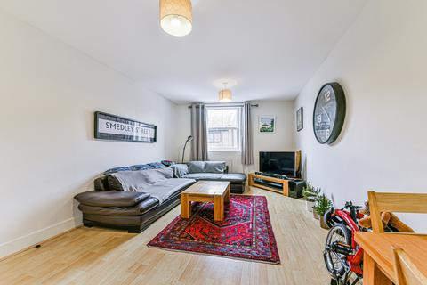 2 bedroom flat for sale - Smedley Street, London, SW4