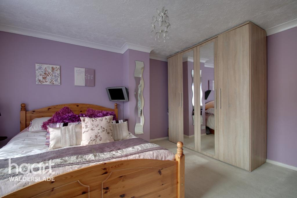 Crestway Chatham 2 Bed Semi Detached House For Sale 163