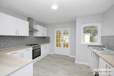 3 bedroom terraced house to rent - WOOD LANE, Dagenham, Essex. RM8 2NT