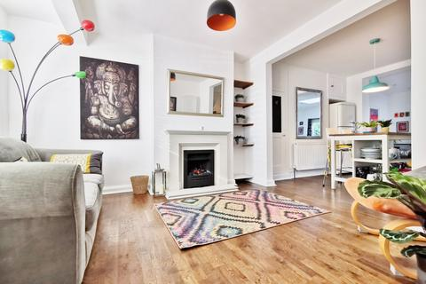 3 bedroom terraced house for sale - Connaught Avenue, East Barnet EN4