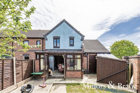 3 bedroom semi-detached house for sale - Finisterre Rise, Caister-On-Sea