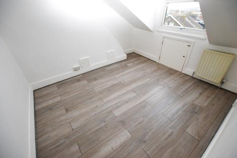 1 bedroom in a flat share to rent - Lower Addiscombe Road, Croydon