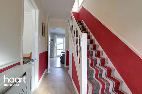 3 bedroom end of terrace house for sale - Birch Close, Romford