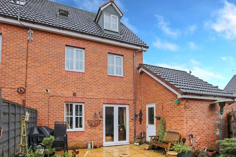 4 bedroom semi-detached house for sale - Beacon Grove, Stone, ST15