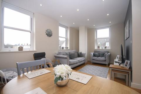 2 bedroom flat for sale - Cavendish Avenue, Harrow