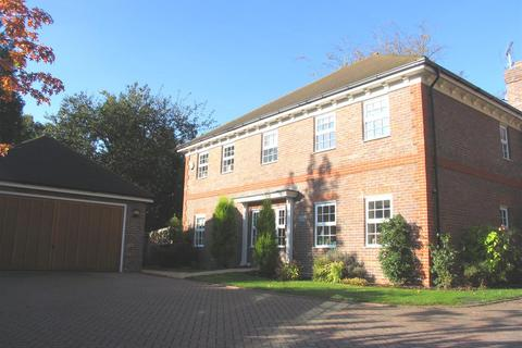 5 bedroom detached house to rent - Portsmouth Road, Camberley