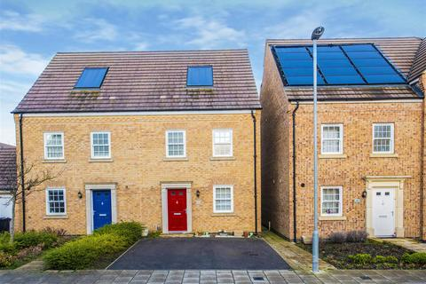 3 bedroom semi-detached house to rent - Eydon Drive, Priors Hall Park, Corby