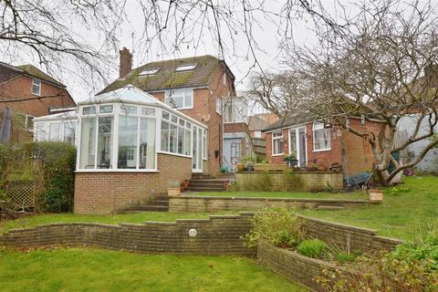 4 bedroom detached house for sale - Burnham Close