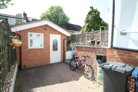 Studio to rent - Woodleigh Avenue, North Finchley, N12