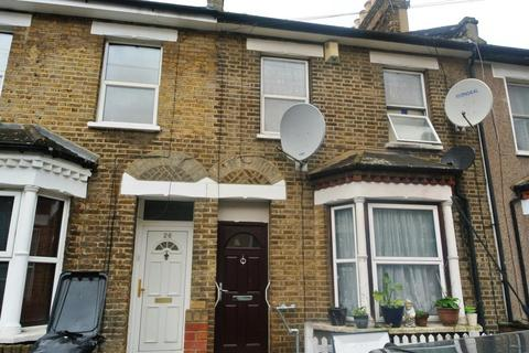 2 bedroom terraced house for sale - Branscombe Road, London SE13