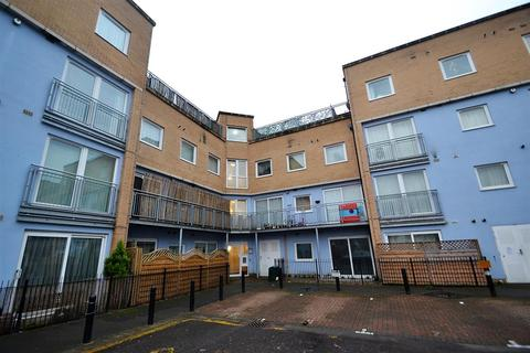 1 bedroom apartment - Wooldridge Close, Bedfont
