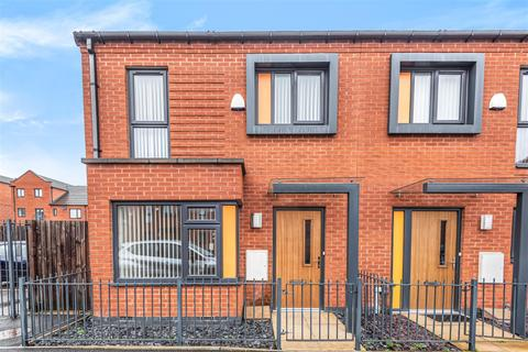 3 bedroom semi-detached house to rent - Blodwell Street, Salford, M6 5RX