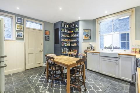 2 bedroom flat to rent - Marius Road Balham SW17