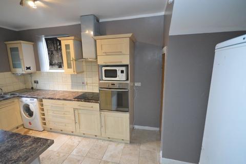 3 bedroom terraced house to rent - Bushgrove Road, Dagenham