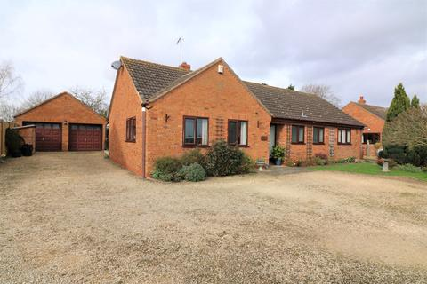 3 bedroom bungalow for sale - Defford, Pershore WR8