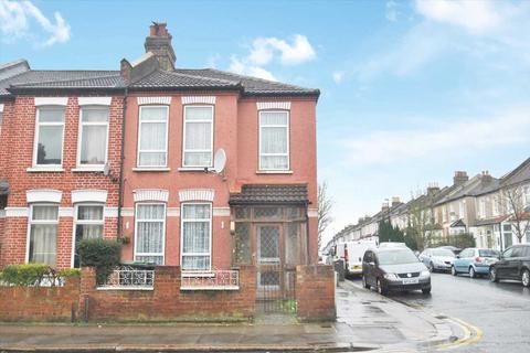 3 bedroom end of terrace house for sale - Torridon Road, London