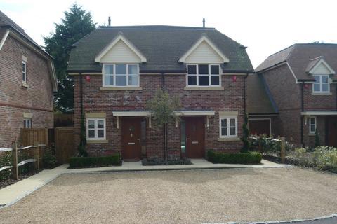 2 bedroom semi-detached house to rent - Oakley