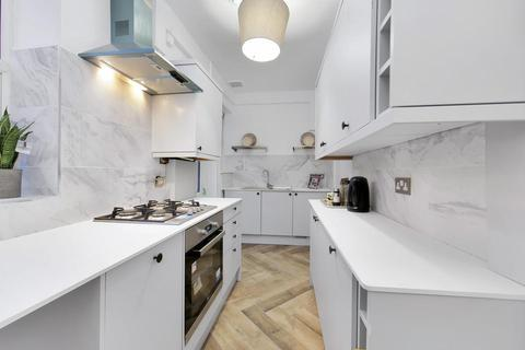 2 bedroom flat for sale - Solway Road, London SE22