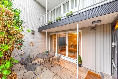 3 bedroom terraced house to rent - William Mews, Belgravia, London, SW1X