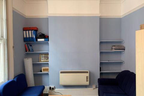 Studio to rent - Theobalds Road, London