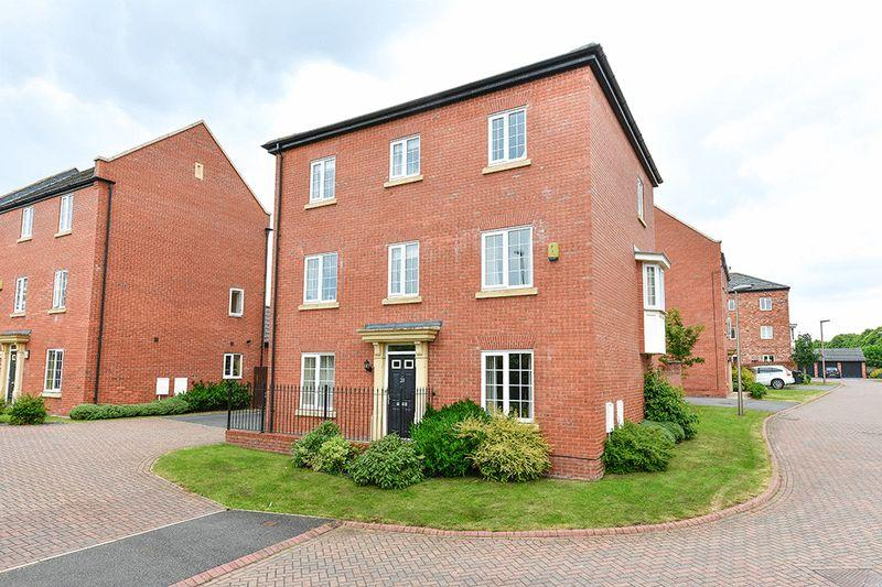 5 Bedrooms Detached House for sale in Lime Wood Close, Newton, Chester
