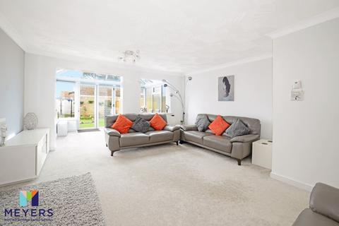 3 bedroom end of terrace house for sale - Bovington Close, Canford Heath BH17