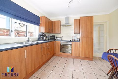 3 bedroom semi-detached house for sale - Oakdale Road, Poole, BH15