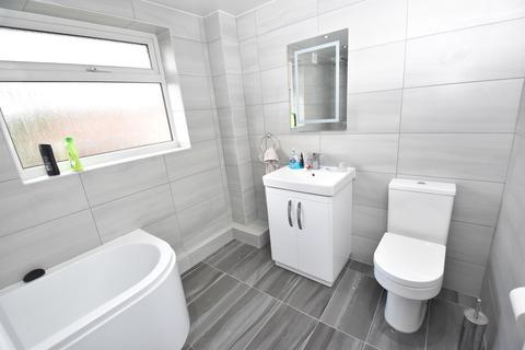 4 bedroom semi-detached house - Chester Avenue, Sale, M33