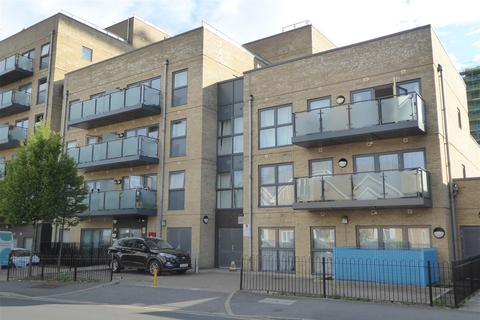 1 bedroom flat for sale - North Drive, Hounslow